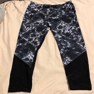 NWOT Lululemon 3/4 capris size 12 leggings